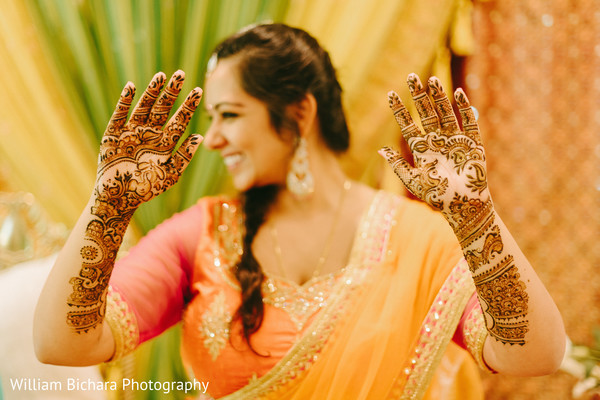 Bride at mehndi ceremony | Photo 99523