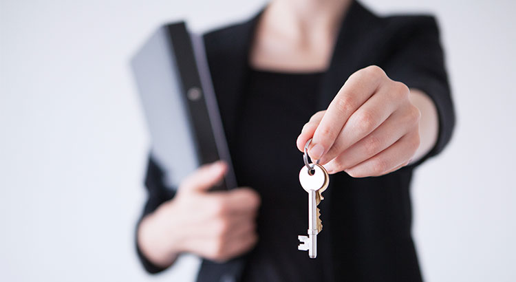 5 Reasons to Hire a Real Estate Professional When Buying or Selling!   Simplifying The Market