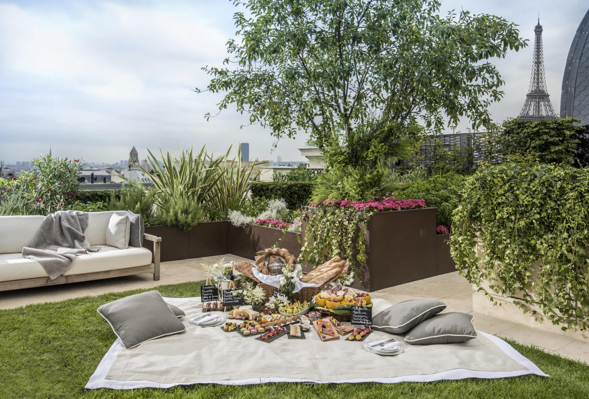 Salon De Jardin Vert Olive The Best Picnic Spots In Paris Where To Sprawl Out This Summer