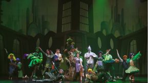 cast of The Wiz on stage