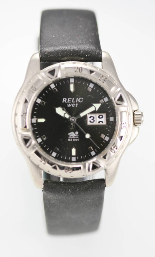 Relic Wet Black Men' Silver Tone Case 50m Day Date