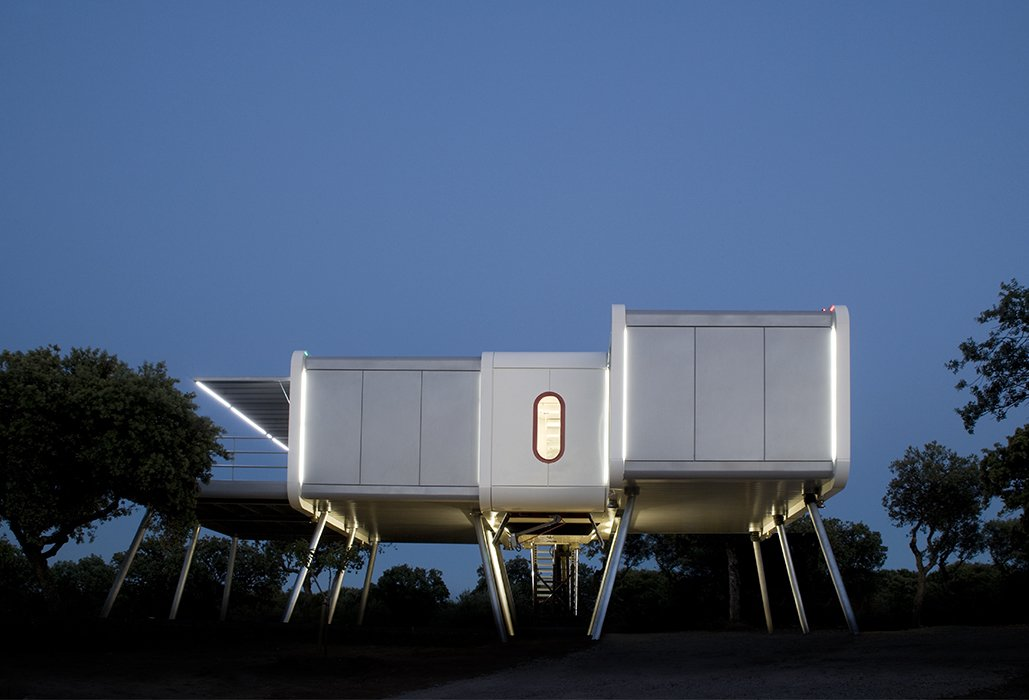 This Futuristic Prefab in Spain Has All the HighTech