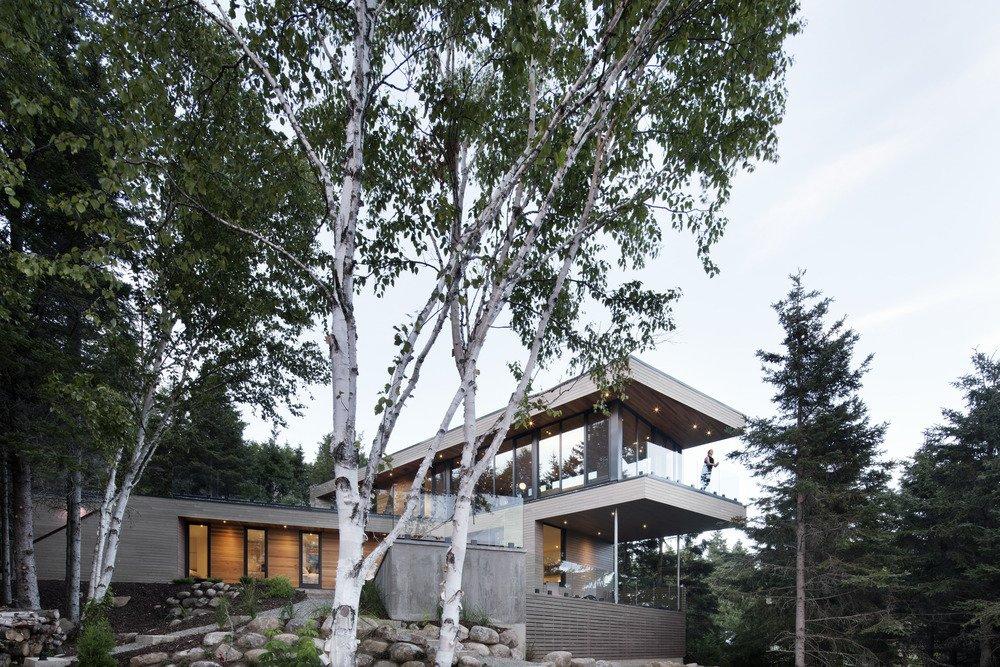 10 Maisons en porte-à-faux qui détruisent la gravité - Photo 9 sur 23 - La façade orientée vers le sud donne sur la forêt.