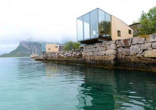 10 maisons en porte-à-faux qui détériorent la gravité - Photo 11 sur 23 - Cet hôtel de charme sur l'île norvégienne de Manshausen se compose de quatre cabines de mer, dont l'une sort d'un rebord naturel.  Chacun d'entre eux s'adresse à deux à quatre voyageurs ou à une famille de cinq personnes.