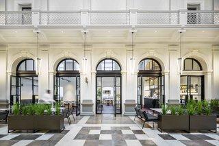 12 hôtels modernes dans les bâtiments historiques du monde entier - Photo 15 sur 24 - Installé dans un immeuble restauré du Trésor de 140 ans dans le centre-ville de Perth, en Australie, Côme, les 48 chambres et les suites du Trésor ont des plafonds hauts, du cornicing et Les balcons.