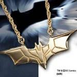 Exklusive Geschenke: Batman The Dark Knight – Batarang Kette vergoldet