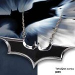 Exklusive Geschenke: Batman The Dark Knight – Emblem Kette emailliert