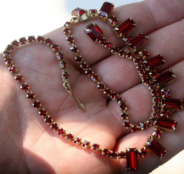 Beautiful Vintage Weiss Red Rhinestone Necklace Costume