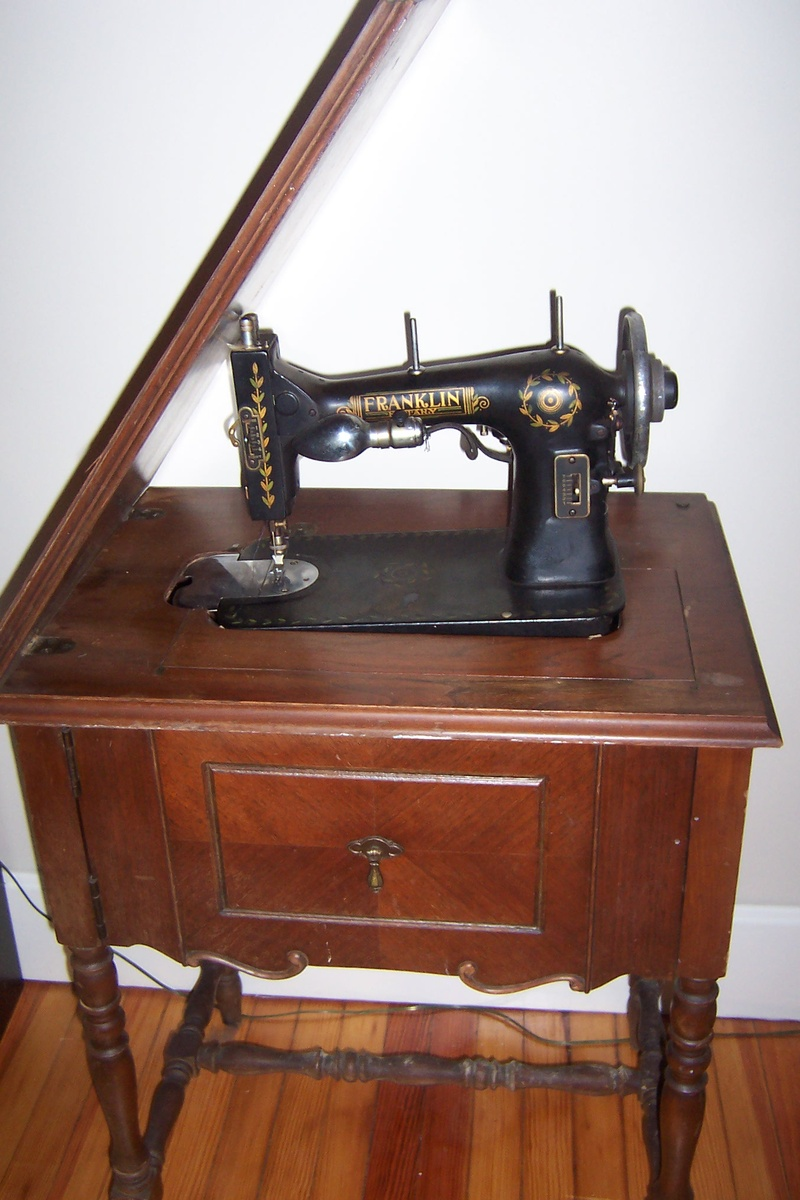 Rotary Sewing Machine : rotary, sewing, machine, Franklin, Sewing, Machine, Collectors, Weekly