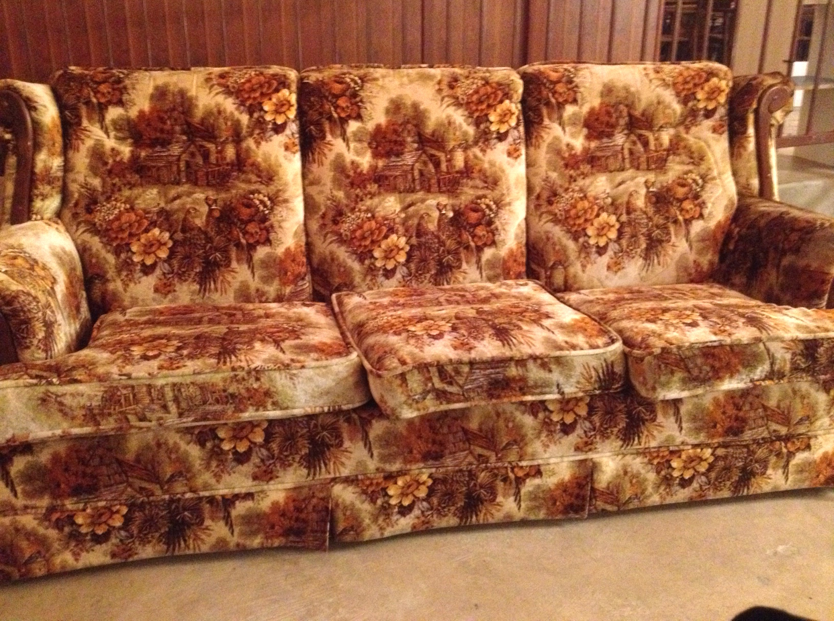 Big Sofa Vintage Look It Came From The 70s The Story Of Your Grandmas Weird