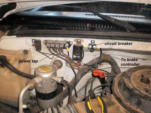 small resolution of we used a 20 amp fuse circuit breaker to power the brake controller and supply power to the 12 volt power terminal on the trailer plug