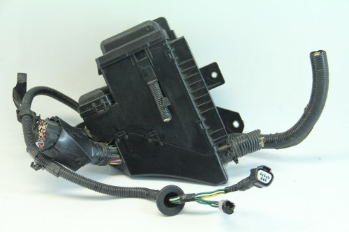 small resolution of  lexus rx400h 06 08 under hood fuse relay box junction block 82602 48070