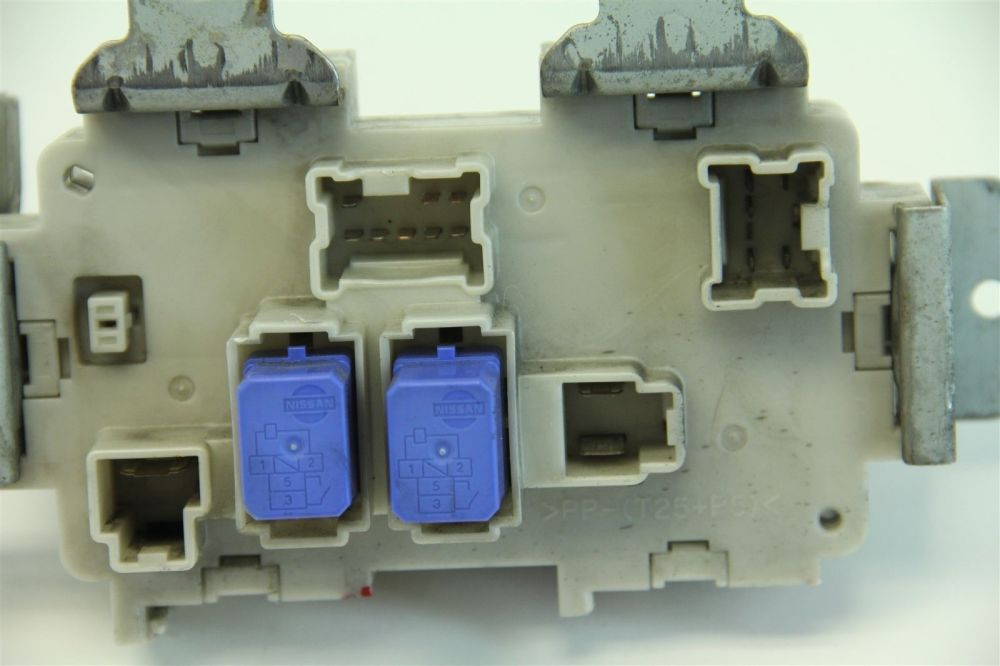 medium resolution of infiniti g35 coupe 2003 2004 under dash fuse box junction assembly