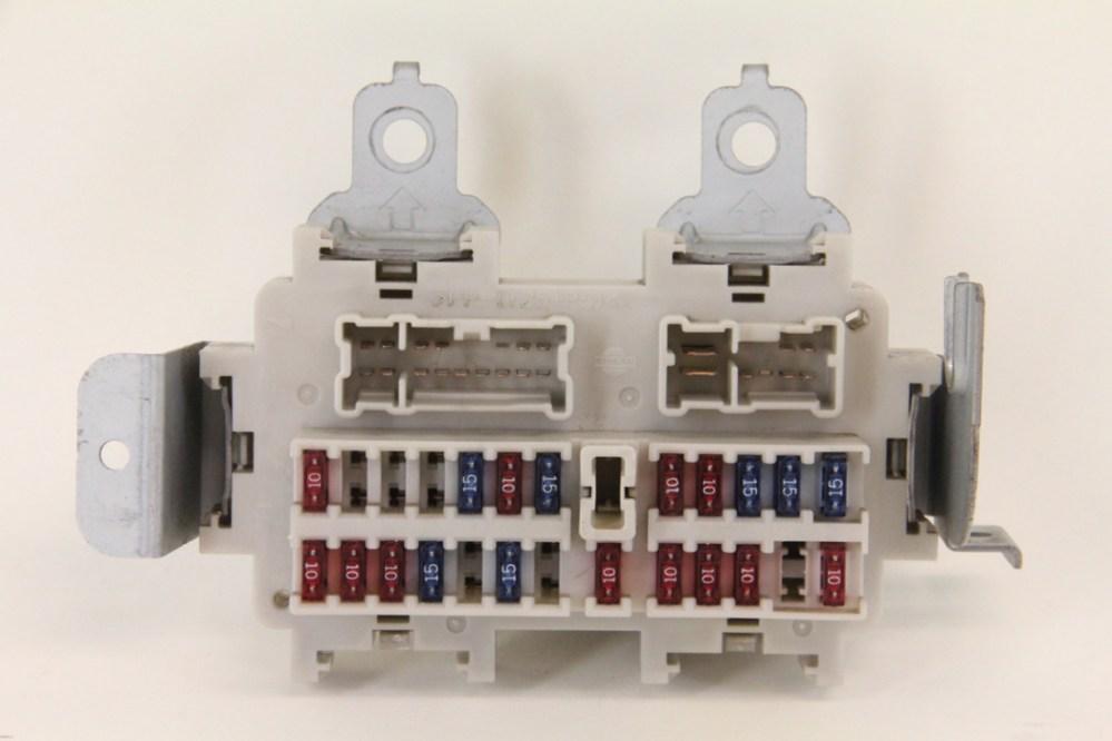 medium resolution of infiniti g35 sedan 2003 2004 under dash fuse box unit assembly
