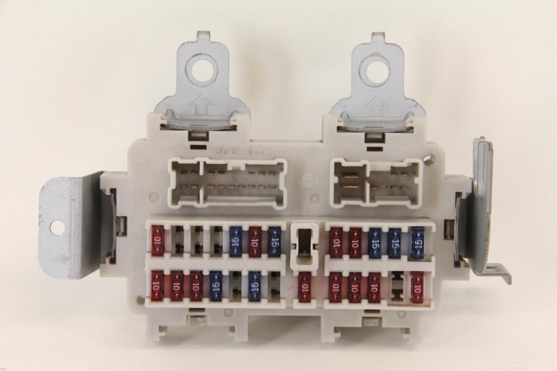 hight resolution of infiniti g35 sedan 2003 2004 under dash fuse box unit assembly