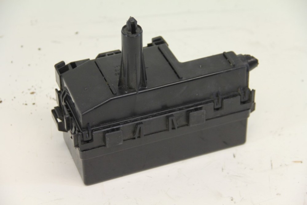 medium resolution of nissan armada small fuse box under hood oem 04 07