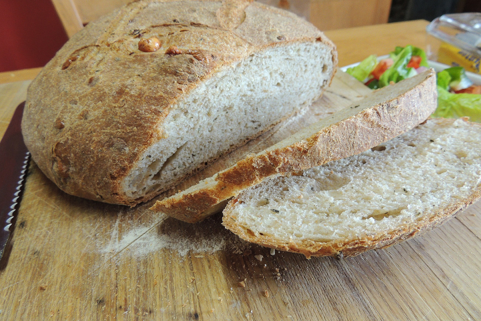 Garlic, Thyme and Goat's Cheese bread