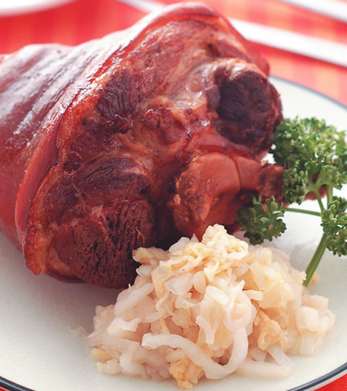 【食譜】烤豬腳佐酸白菜:www.ytower.com.tw