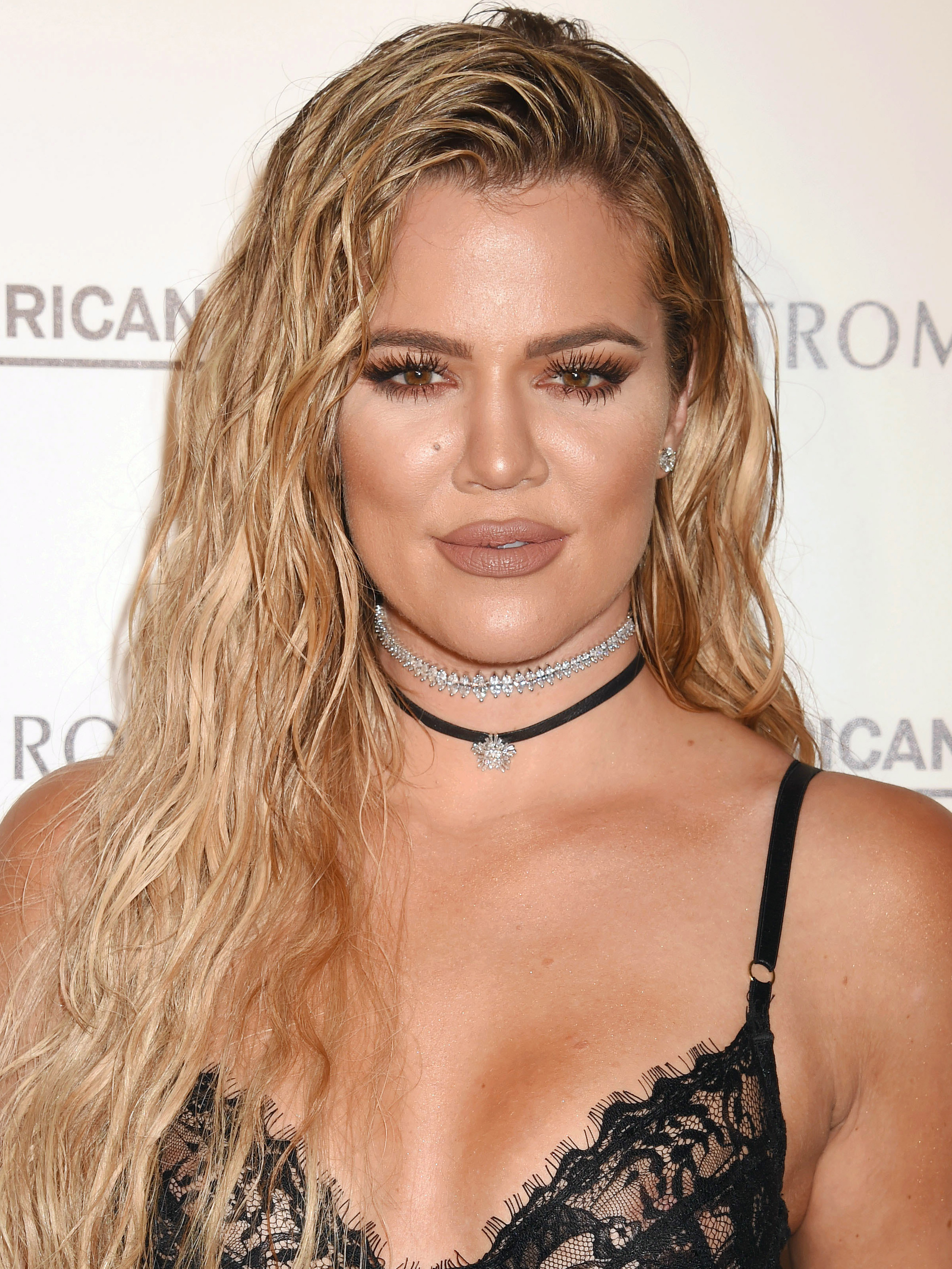 **Khloe Kardashian**  A baked complexion is a vampire beauty gals essential. Khloe's gone for a brown-toned lip, but them lashes and that brown liner along the waterline say va-va vamp.