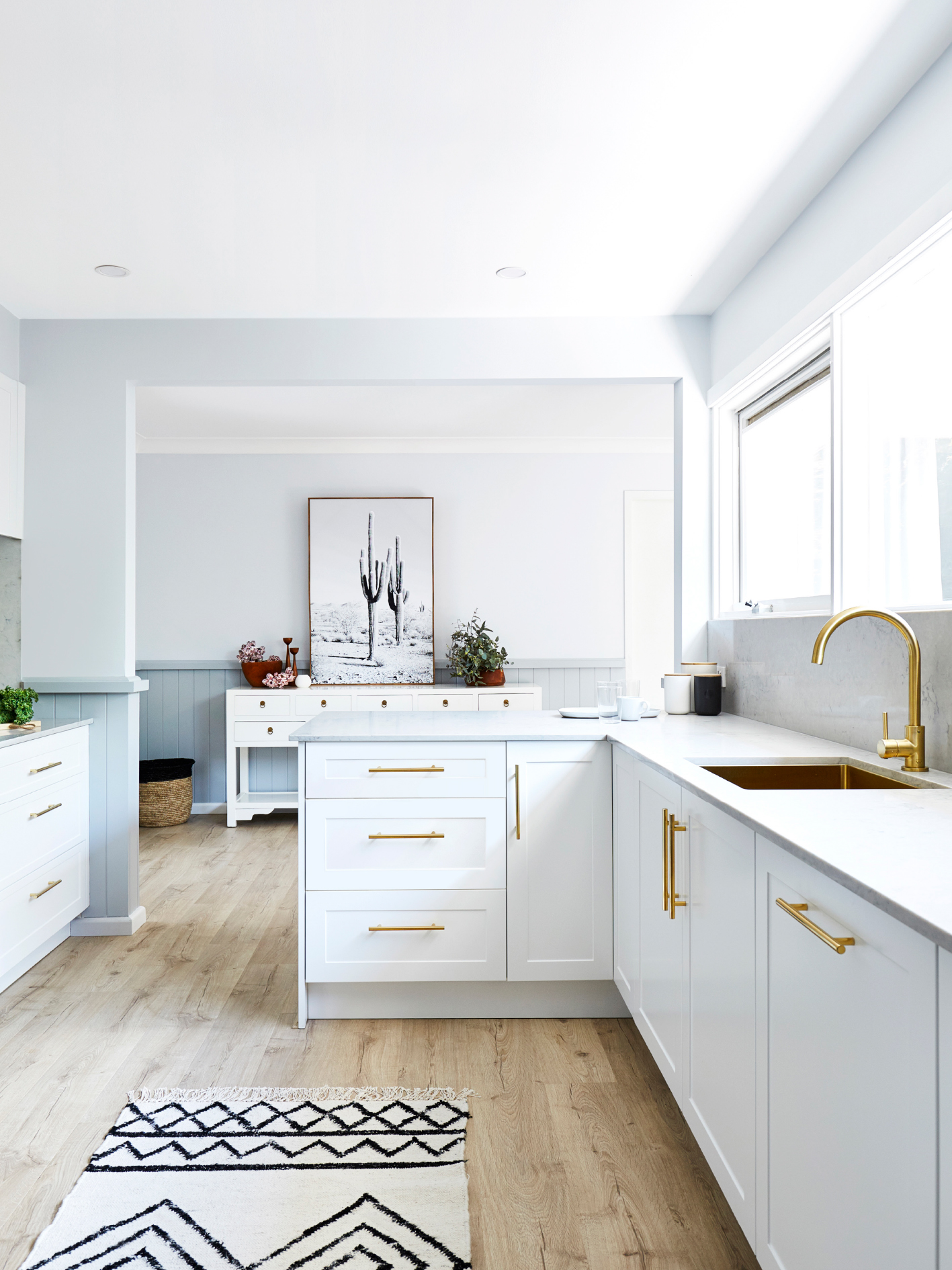 Shaker style cabinets boast a simple and minimalist designed, pioneered by the Shakers back in the 1800s.