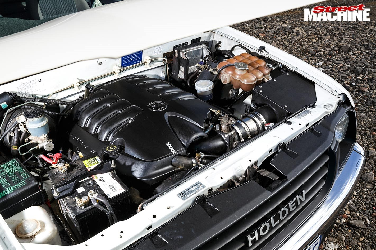 hight resolution of holden rodeo engine bay
