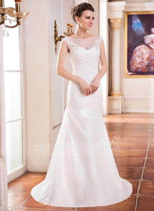 Belle robe de mariée à col rond