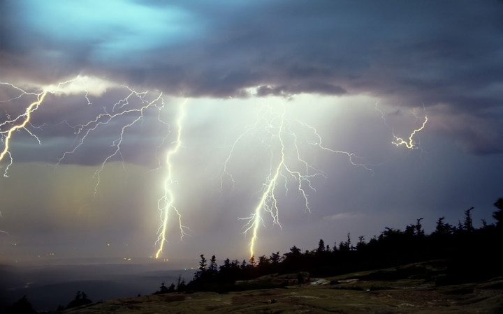 what happens when lightning strikes a