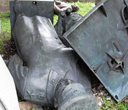 Fallen_Stalin.jpg