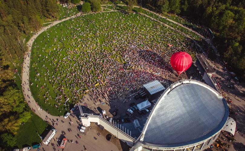 Des dizaines de milliers de Lituaniens défilent dans les rues pour défendre le mariage et la famille traditionnels