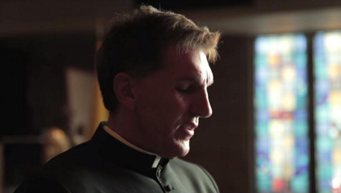 L'évêque du père Altman, ce prêtre qui disait « Vous ne pouvez pas être catholique et démocrate», lui a demandé sa démission