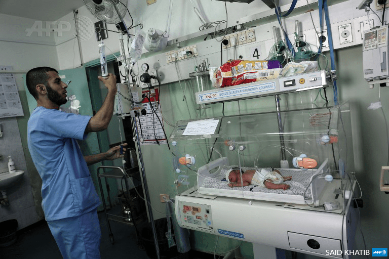 A Palestinian nurse tends to a newborn at the neonatal intensive care unit at the UAE hospital in Rafah in the southern Gaza Strip on June 27, 2017. (Photo: AFP / Said Khatib)
