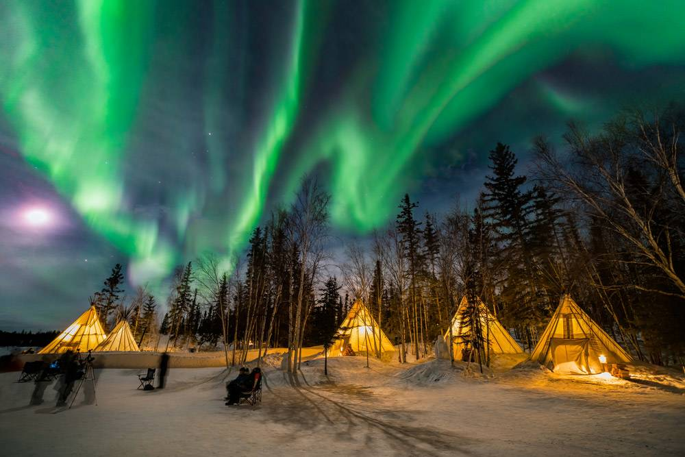 4-Day Yellowknife Aurora Sightseeing Tour: Ice Fishing or Snowmobile