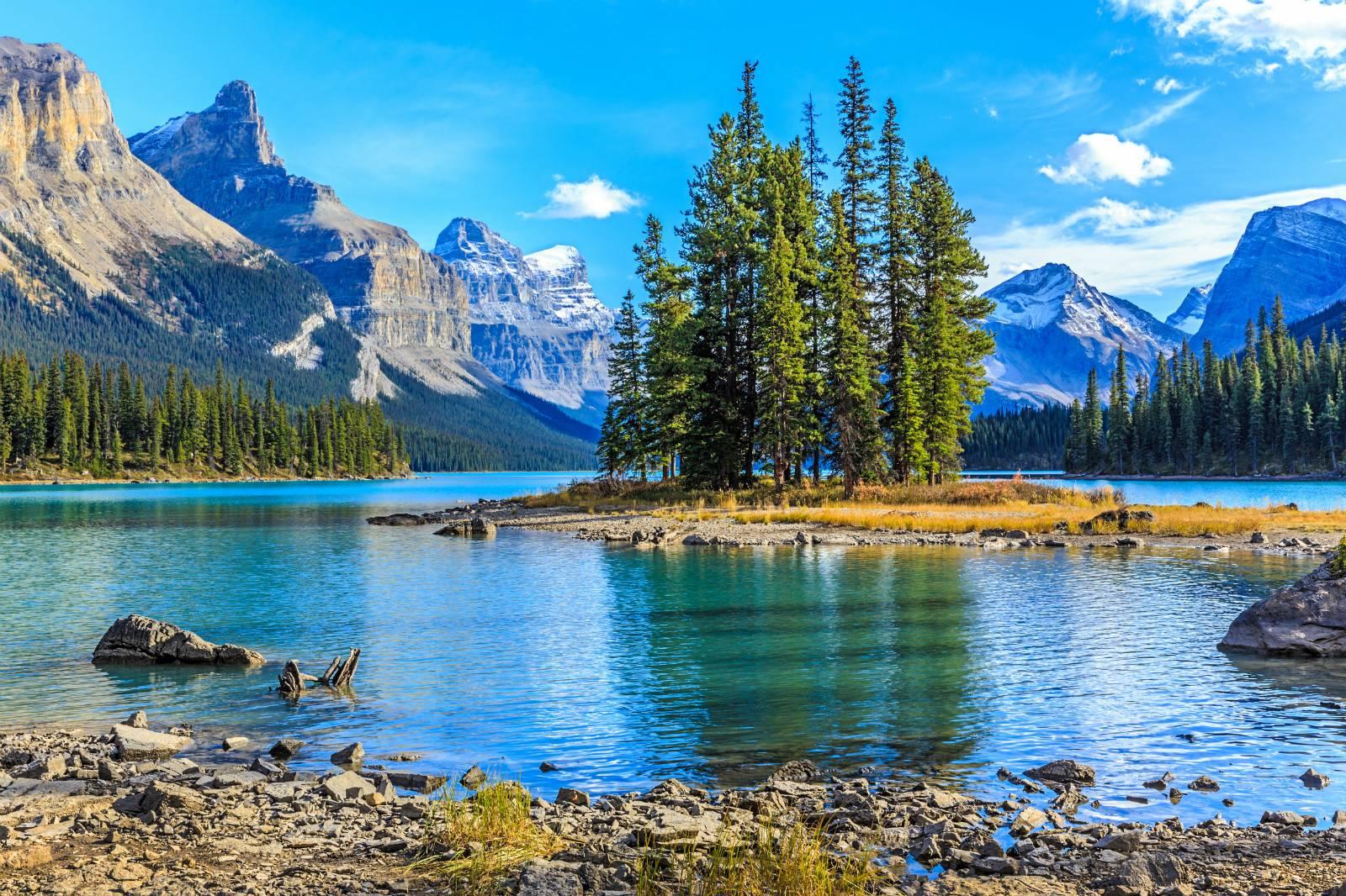 5-Day Calgary to Jasper, Maligne Lake, Lake Louise & National Park, Columbia Icefield, Vancouver