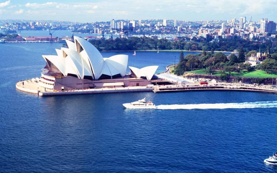 Morning Sydney City Tour with Bondi Beach