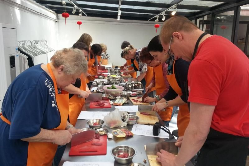 A Touch of Life in Shanghai Tour: Wet Market Tour and Chinese Cooking Course (Private)