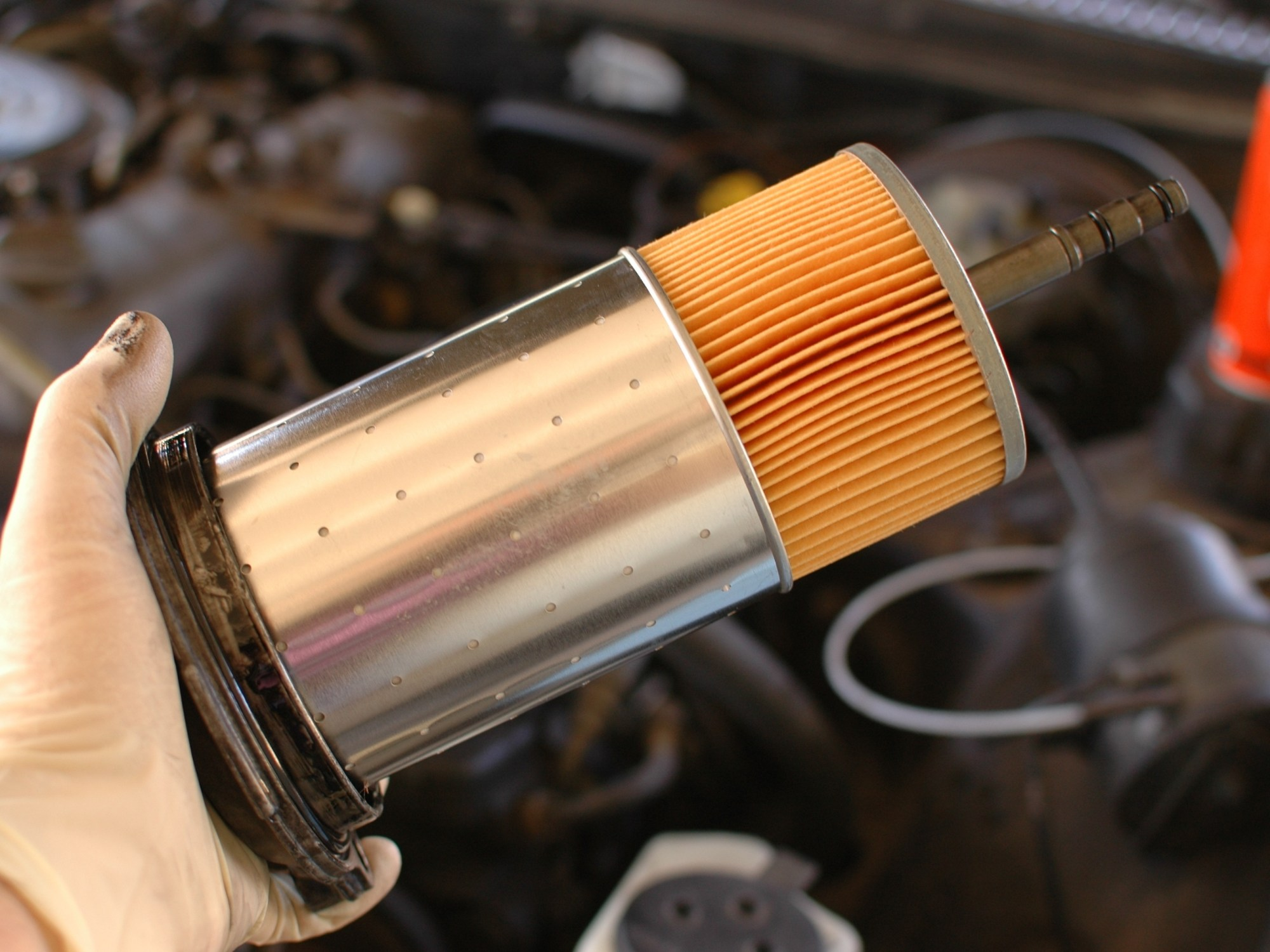 hight resolution of mercedes w123 diesel oil and filter change under car