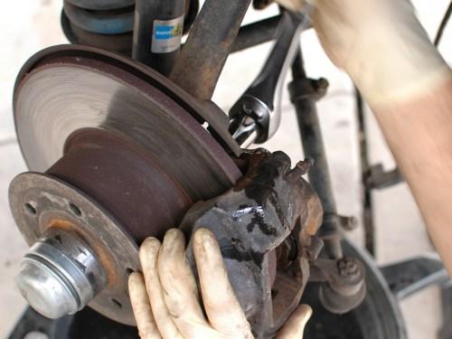 small resolution of brake caliper front