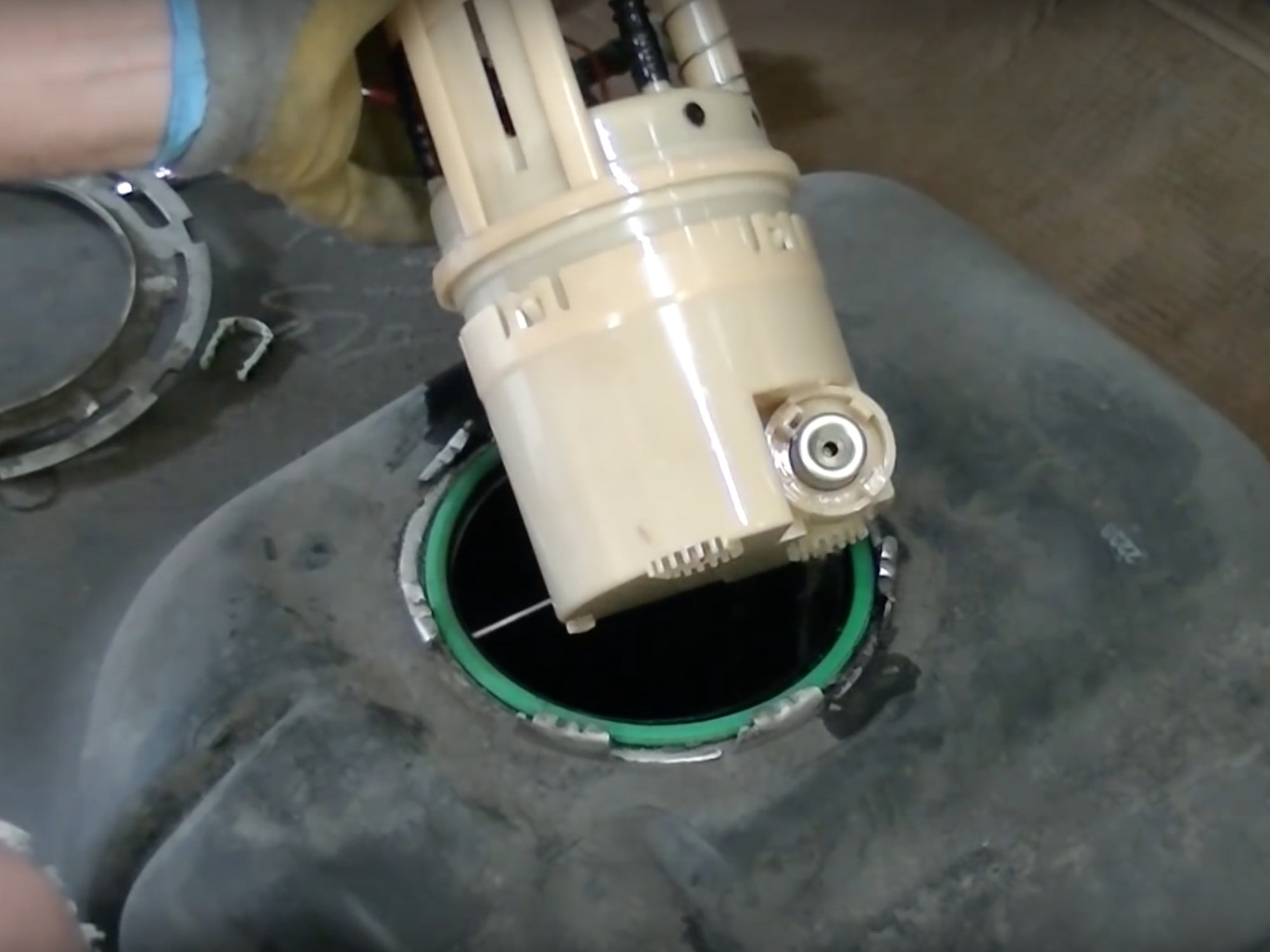 hight resolution of xterra fuel filter