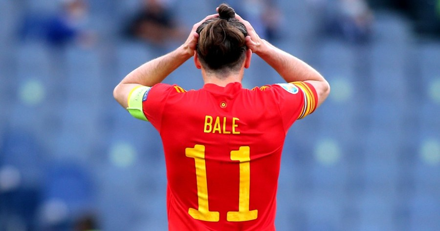 Watch: Gareth Bale spurns glorious chance to equalise for ...