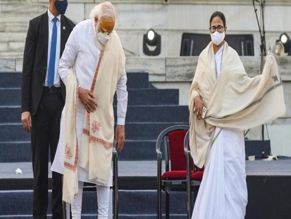 """मुझे बुलाने के बाद अपमान मत कीजिए"""" नेताजी के समारोह में पीएम नरेंद्र मोदी की मौजूदगी में फूटा ममता बनर्जी का गुस्सा"""