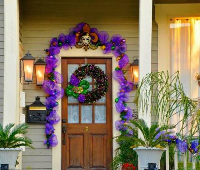 I Love The Mardi Gras Decorations On The Historic Homes