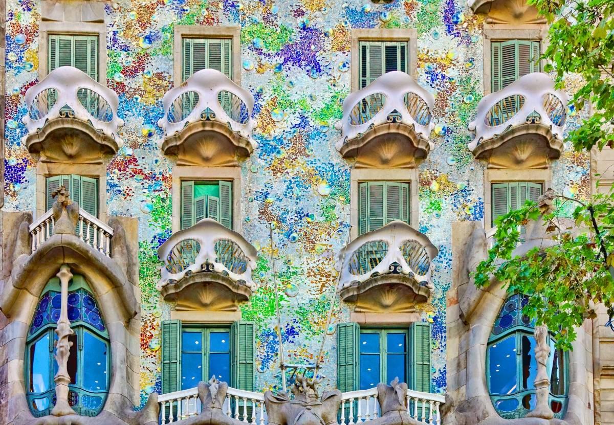Barcelona Gaudí & Modernism Tour Bus2alps
