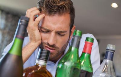 [小知識] 宿醉好嚴重?或許你喝太多「深色酒」了!   一飲樂酒誌