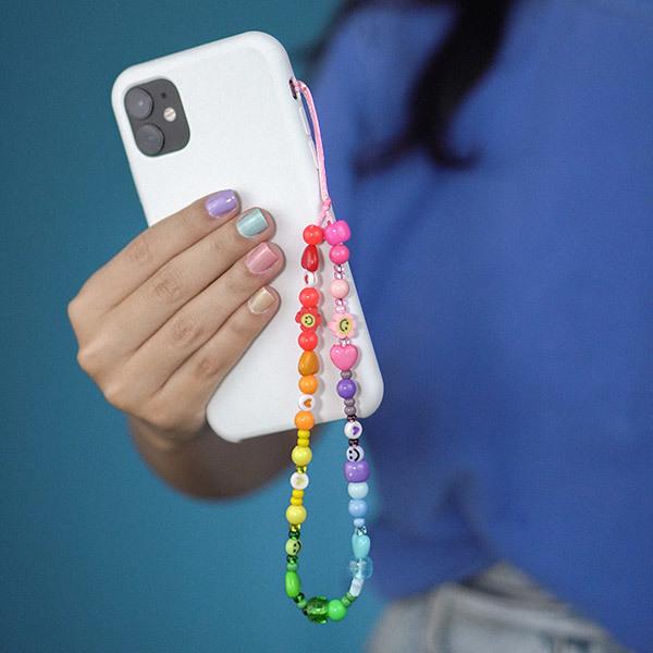 Tendências de Acessórios 2022: Phone straps