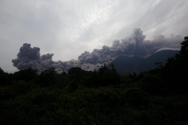 Vista de una erupción del Volcán de Fuego en Alotenango, Sacatepéquez, Guatemala.(Foto Prensa Libre:EFE).