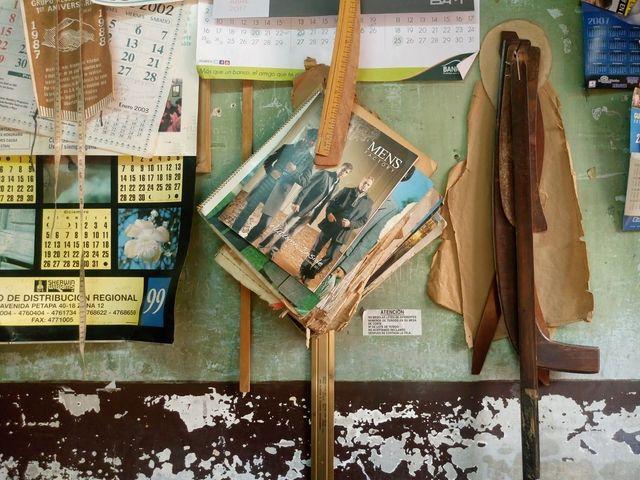 Todo lo que cuelga de los muros remite al pasado. (Foto Prensa Libre: José Luis Escobar).
