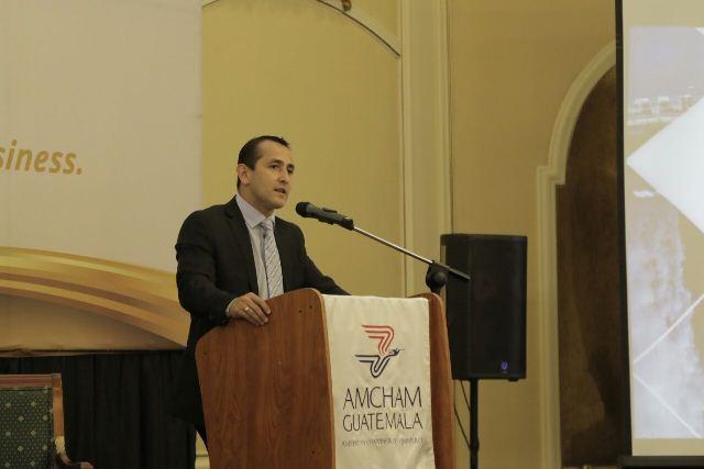Luis Chang Navarro ministro de Energía y Minas se reunión con empresarios de AmCham. (Foto Prensa Libre: Urías Gamarro)