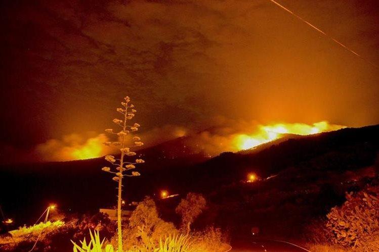 Avanza incendio causado por un alemán en Canarias, España. (Foto Prensa Libre: EFE)