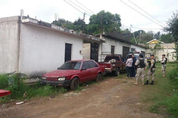 Uno de los inmuebles allanados por la PNC en Guatemala y Chimaltenango, durante operativos contra clonadores de tarjetas de crédito y débito. (Foto Prensa Libre: Víctor Chamalé)