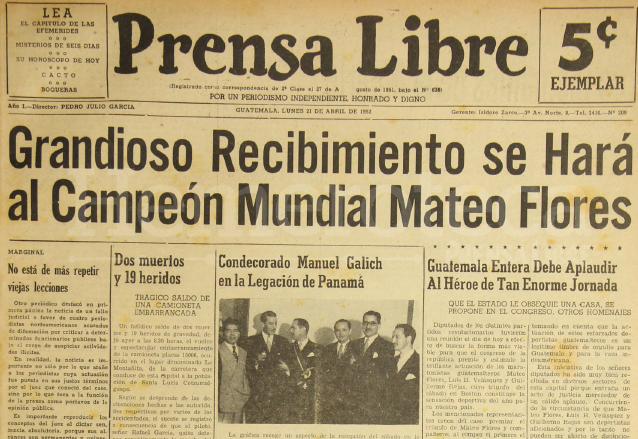 Días después de la hazaña de Mateo Flores en Boston, se preparaban homenajes de diferentes sectores a su llegada al país. Portada de Prensa Libre del 21 de abril de 1952. (Foto: Hemeroteca PL)